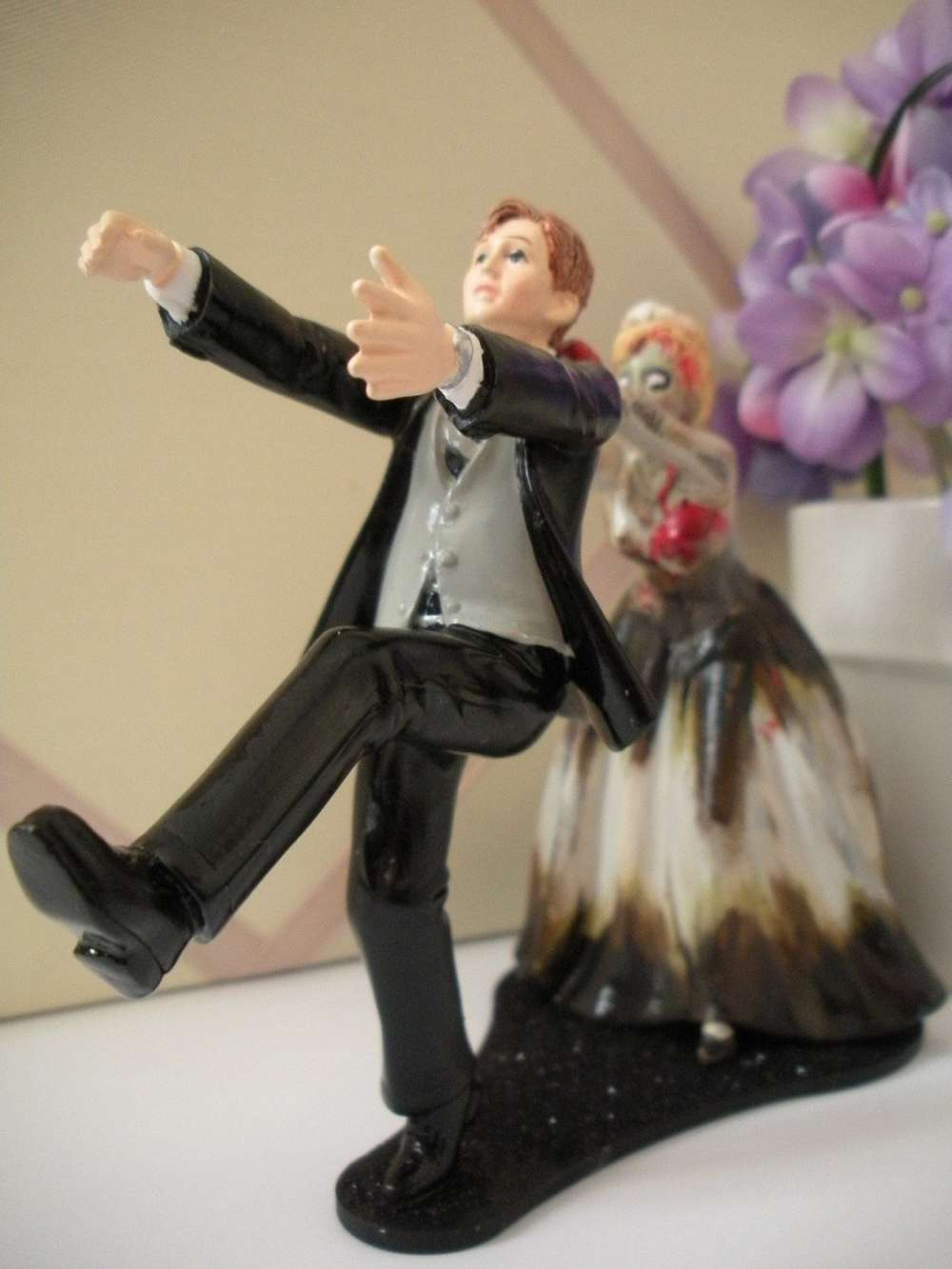 Zombie Wedding Cake Topper   DudeIWantThat com Zombie Wedding Cake Topper