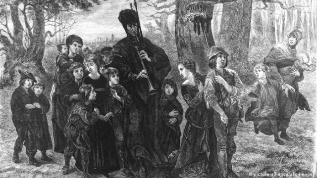 Pied piper of Hamelin (picture-alliance/akg-images)