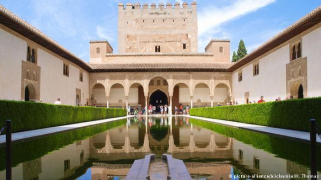 Alhambra Castle, Granada (picture-alliance/blickwinkel/K. Thomas)