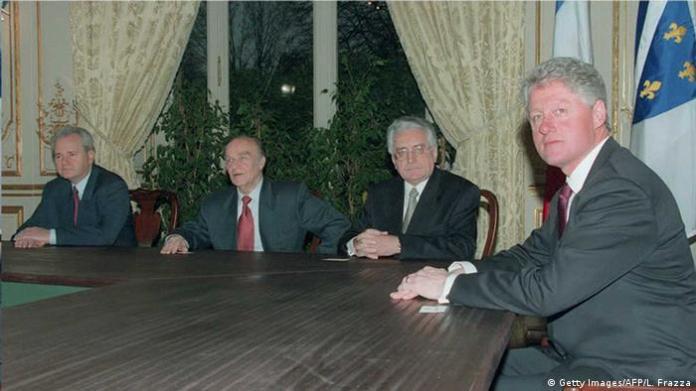 Frankreich Clinton mit Milosevic Tudjman und Izetbegovic in Paris (Getty Images/AFP/L. Frazza)