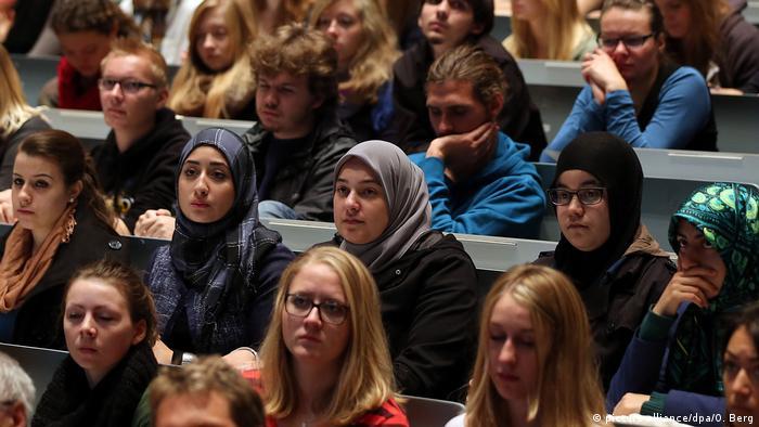 Deutschland Muslime Integration (picture-alliance/dpa/O. Berg)