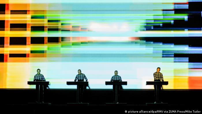 Kraftwerk live (picture-alliance/dpa/RMV via ZUMA Press/Mike Tudor)