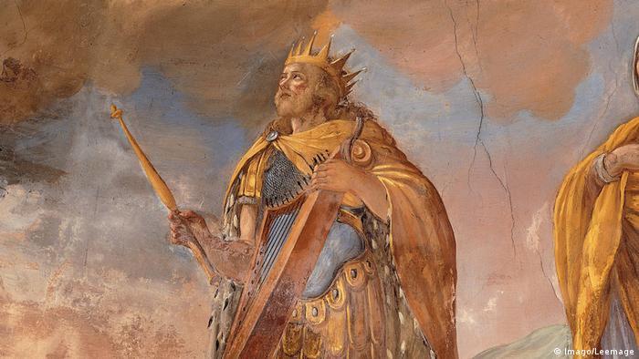 Σύμφωνα με την Παλαιά Διαθήκη ο βασιλιάς Δαβίδ κατέλαβε την Ιερουσαλήμ από τους Ιεβουσαίους το 1.000 π.Χ περίπου. Μετέφερε την έδρα της κυβέρνησής του στην Ιερουσαλήμ και την έκανε πρωτεύουσα της αυτοκρατορίας του. Ο Σολομών, ο γιός του Δαβίδ, μετέτρεψε την Ιερουσαλήμ σε κέντρο του Ιουδαϊσμού.