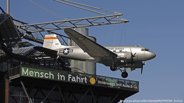 Berlin Schoeneberg - Douglas C-54 Skymaster displayed outside the German Museum of Technology (picture-alliance/blickwinkel/McPHOTO/I. Schulz)