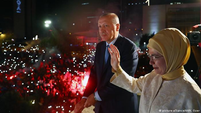 Recep Tayyip Erdogan won the presidential elections of 06.24.2018, with which he will not only be the head of the State, but also that of the Government, since with these elections the constitutional reform of 2017 comes into full force, with which it has been abolished the figure of the prime minister.  It thus holds practically all the powers in the Republic.