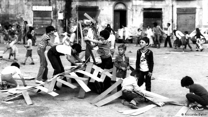 Kinder bauen mit Holz (Riccardo Dalisi)