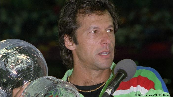 Imran Khan lifts 1992 Cricket World Cup (Getty Images/AFP/S. Dupont)