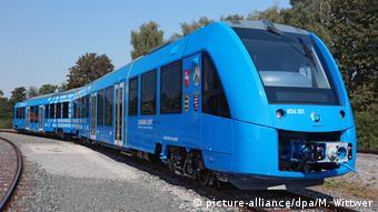 Первый водородный поезд фирмы Alstom на испытательном полигоне в немецком Зальцгиттере