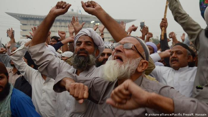 Supporters of Tehreek-e-Labaik Pakistan (TLP) protest in Islamabad