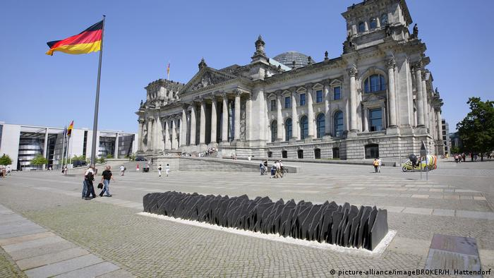Memorial at the Reichstag (picture-alliance/imageBROKER/H. Hattendorf)