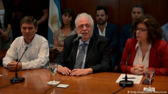 Former Health Minister Gines Gonzalez Garcia (center) speaks next to former Secretary of Health Access Carla Vizzotti