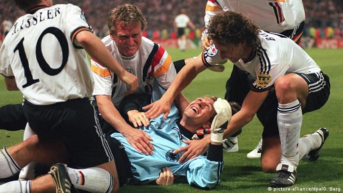 Germany's Euro 96 shootout victory that sent a message of unity | Sports| German football and major international sports news | DW | 24.03.2020