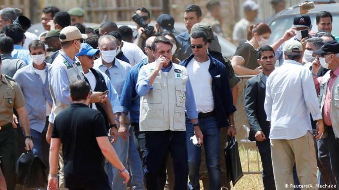 Brazil Coronavirus Bolsonaro visits field hospital in Aguas Lindas (Reuters / A. Machado)