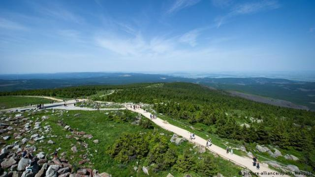 Hiking trails on the Brocken mountain, Harz, Germany (picture-alliance/dpa/D. Naupold)