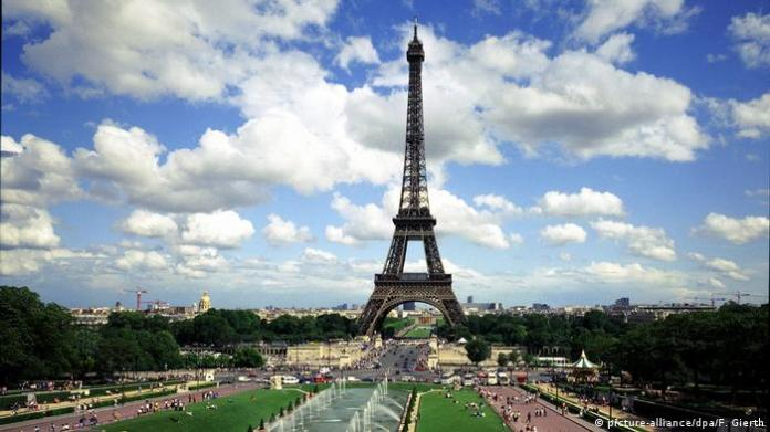France Paris Eiffel Tower (picture-alliance / dpa / F. Gierth)
