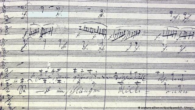 Ordenadores toman los manuscritos de Beethoven para terminar su décima sinfonía. En la foto, partitura de la Novena sinfonía.