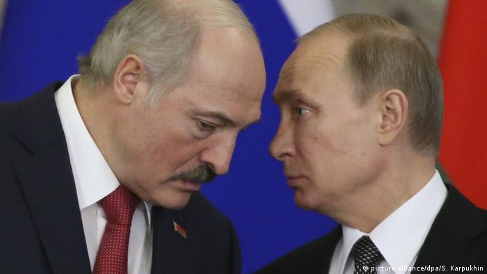 Putin (derecha) es un gran aliado de Lukashenko (izquierda)