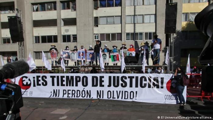 Los jóvenes desaparecidos de Ayotzinapa, querían ir a la marcha estudiantil que conmemora la matanza de Tlatelolco, ocurrida un 2 de octubre de 1968.