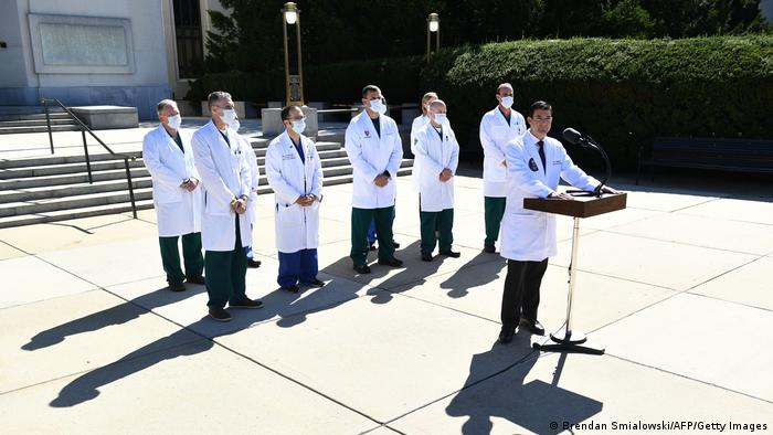 USA | Coronavirus | Donald Trump im Walter-Redd Militärkrankenhaus | PK Sean Dooley (Brendan Smialowski/AFP/Getty Images)