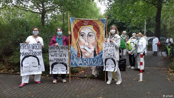 Women demonstrating for equal rights in the Catholic church (privat)