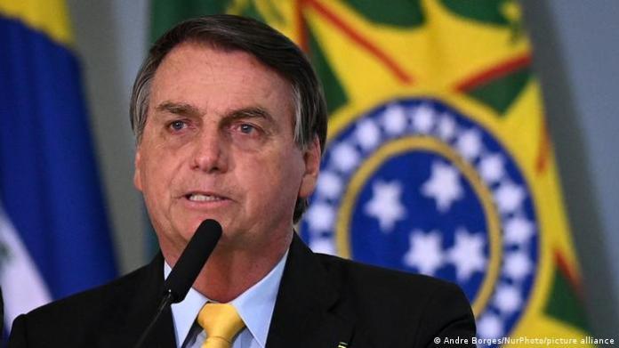 Bolsonaro to the microphone