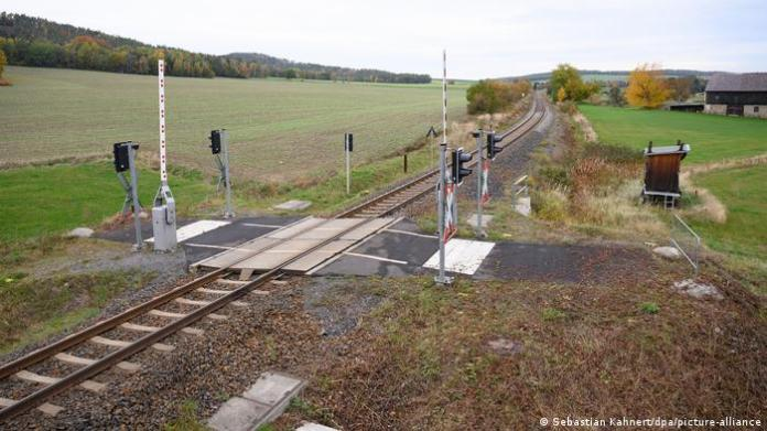A pedestrian railroad crossing leading to nowhere near Kamenz, Germany