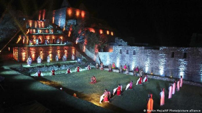 Night time ritual being performed by artists at Machu Picchu in Peru to mark the reopening of the site (Martin Mejia/AP Photo/picture alliance)