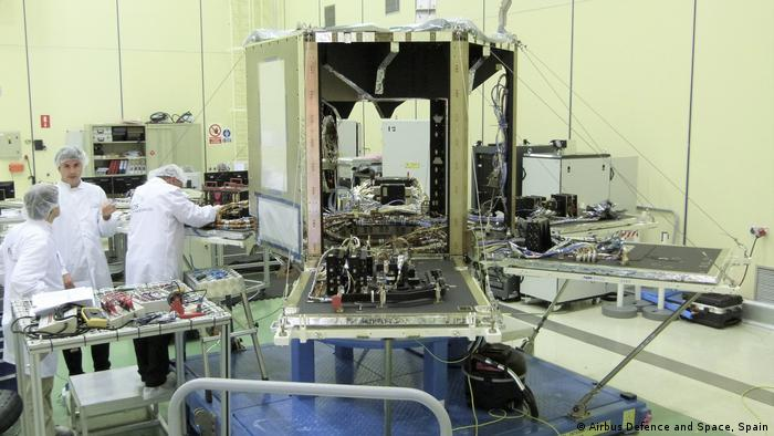 SEOSAT–Ingenio in the cleanroom at Airbus in Spain. The mission will provide high-resolution multispectral images of the environment for applications such as cartography, monitoring land use, urban management, water management, risk management and security.