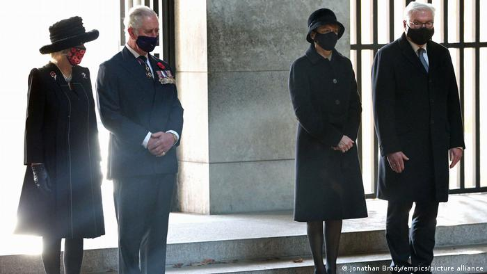 The Duchess of Cornwall, The Prince of Wales, Elke Buedenbender and her husband, President Frank-Walter Steinmeier at the Neue Wache Central Memorial in Berli (Jonathan Brady/empics/picture alliance)