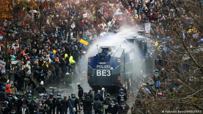 The Police dispersed the demonstrations.