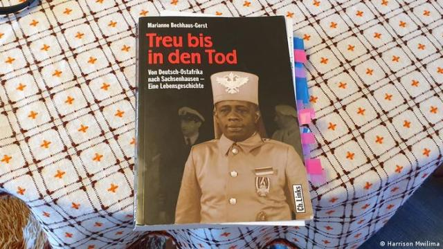 Cover of the book 'Treu bis in den Tod' with a photo of Mahjub bin Adam Mohamed
