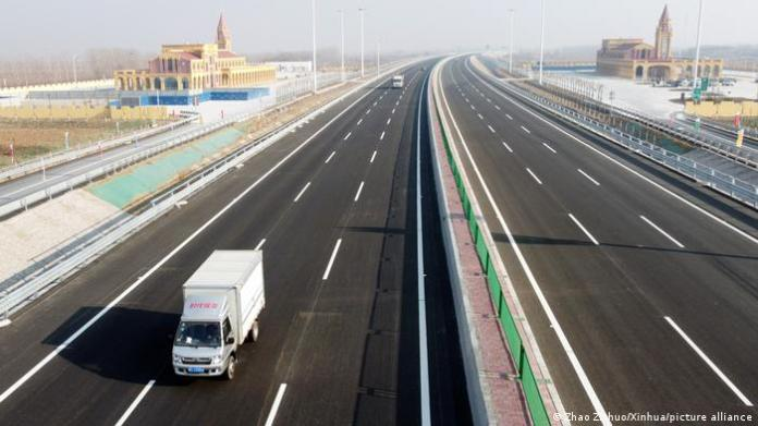 little traffic on the the Tianjin-Shijiazhuang highway