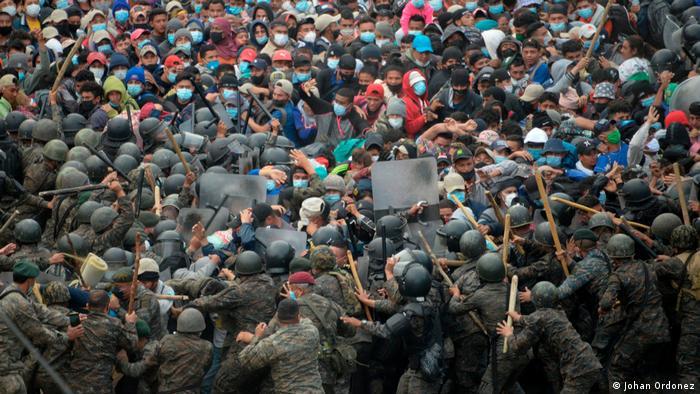 Guatemala, Vado Hondo: enfrentamiento entre policía y migrantes