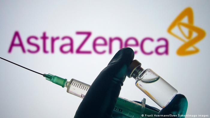 Vacuna de AstraZeneca reduce la transmisión tras una dosis, según un  estudio | El Mundo | DW | 03.02.2021