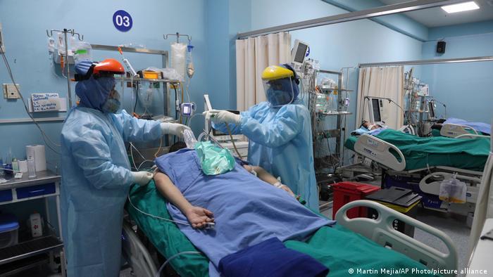 Peru Coronakrise Alberto Sabogal Hospital in Callao