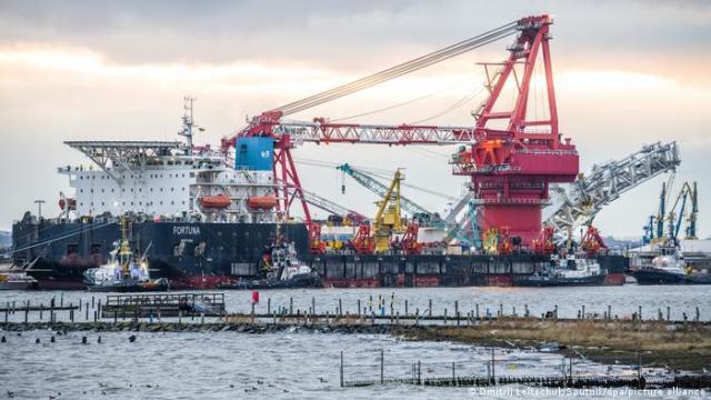 Statek Fortuna układa podmorski gazociąg Nord Stream 2