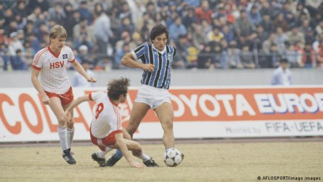 1983 - Hamburg beaten 2-1 by Gremio