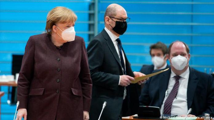 Head of the Chancellery Helge Braun (here with his superior Angela Merkel and Vice Chancellor Olaf Scholz)