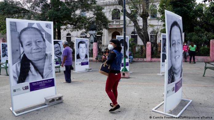 El Salvador San Salvador    honor the dead