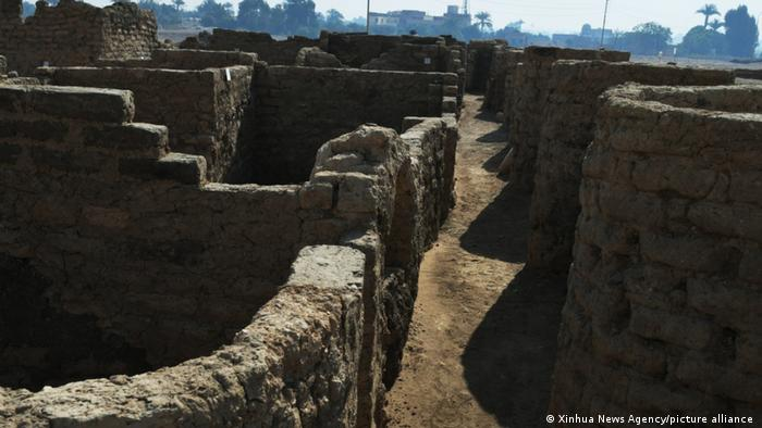 Lost Gold City: remains of walls
