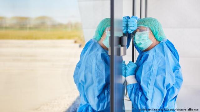 Personel medyczny w Polsce jest przeciążony walką z pandemią
