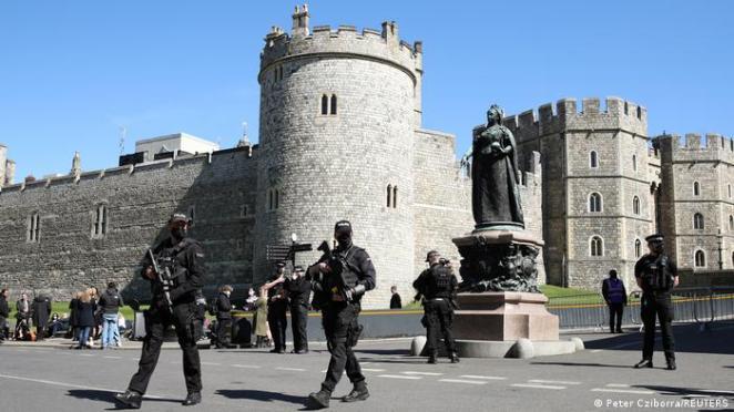 Aziz George Şapeli'nde düzenlenecek ayin öncesinde Windsor Sarayı etrafında yoğun güvenlik önlemleri alındı