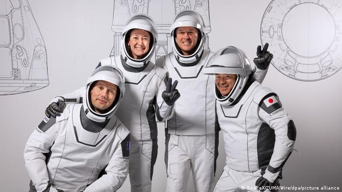 Estos son los cuatro astronautas, incluida una mujer, que llegaron el sábado a la estación espacial