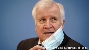 Almanya İçişleri Bakanı Seehofer