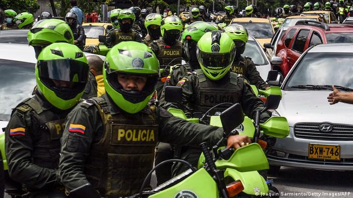 El presidente de Colombia, Iván Duque, anunció el inicio de un proceso de transformación integral en la Policía Nacional, cuyo objetivo principal será una nueva vocación de transparencia y respeto por los derechos humanos, en un evento en el que fueron presentados los nuevos uniformes de la institución, que pasan de ser verdes a azules (19.07.2021).