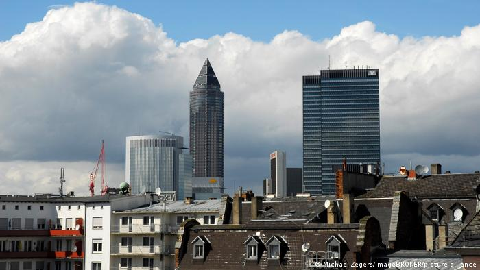 A view of the Frankfurt skyline with the Messeturm in the middle.