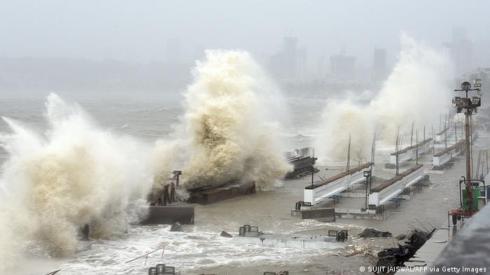 El ciclón Tauktae golpea la costa de Bombay, India. (17.05.2021).