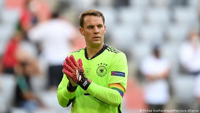 Fußball EM 2021 | Torhüter Manuel Neuer mit Regenbogen-Binde