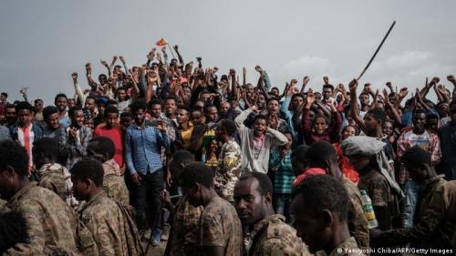 People react as captive Ethiopian soldiers walk towards Mekele Rehabilitation Center
