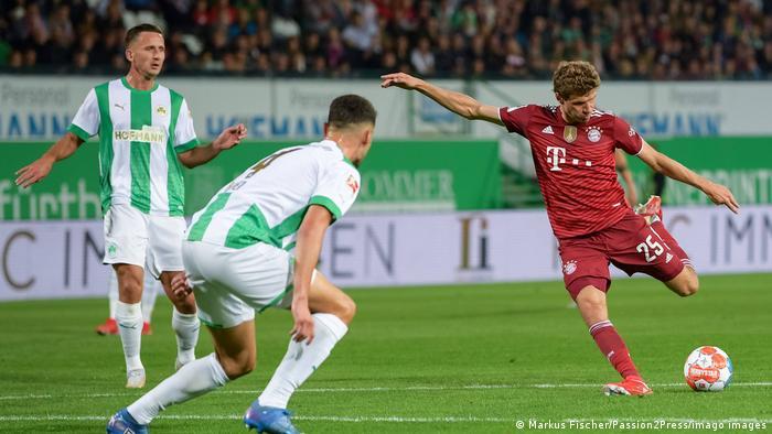 Thomas Müller puts Bayern Munich ahead against Greuther Fürth